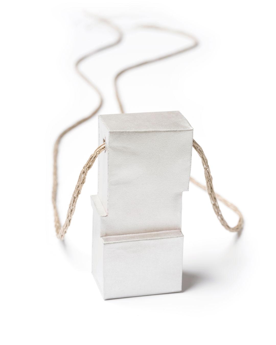 Carla Nuis, Unfurl 9, 2018, pendant; fine silver, linen, 57 x 29 x 20 mm, €710