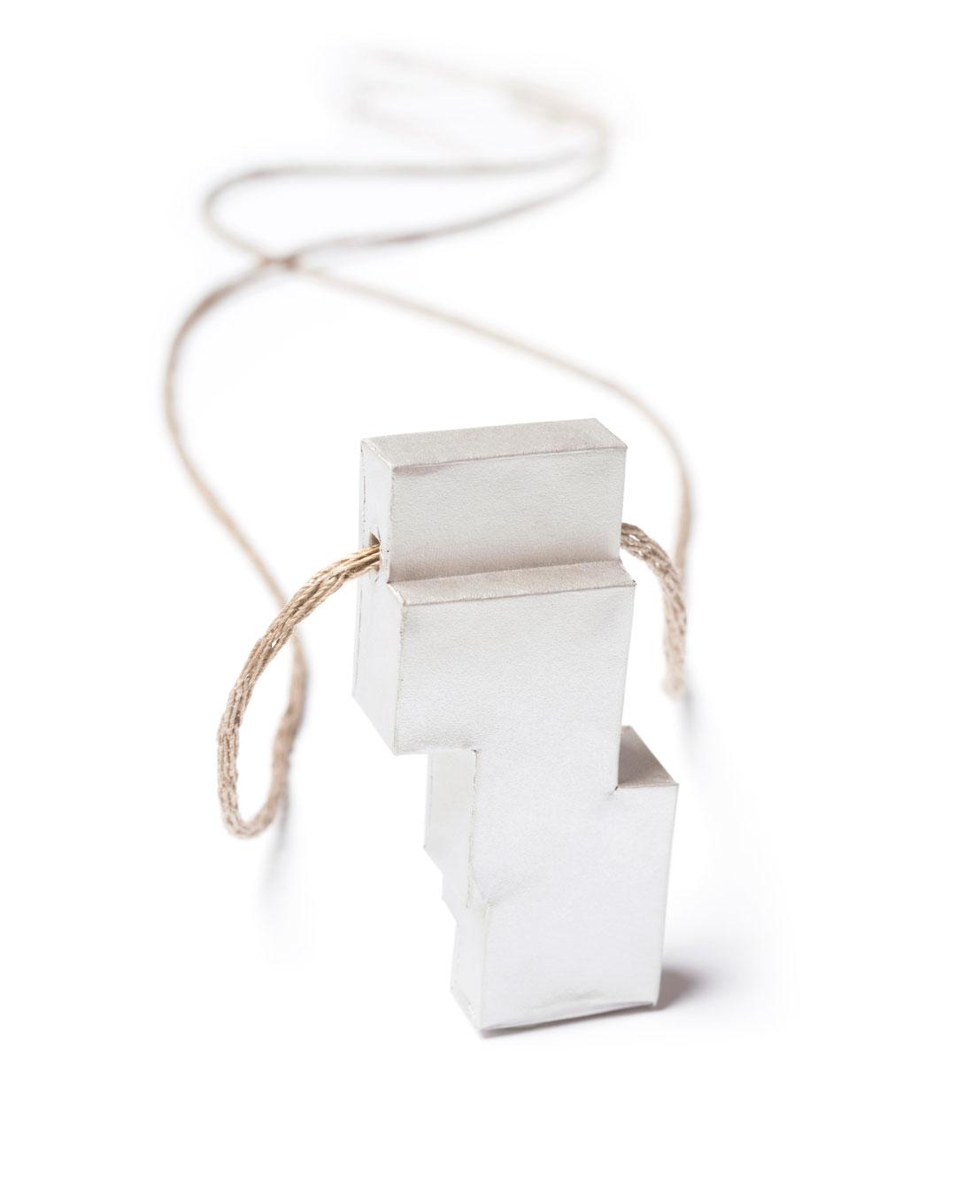 Carla Nuis, Unfurl 10, 2018, pendant; fine silver, linen, 57 x 29 x 12 mm, €710