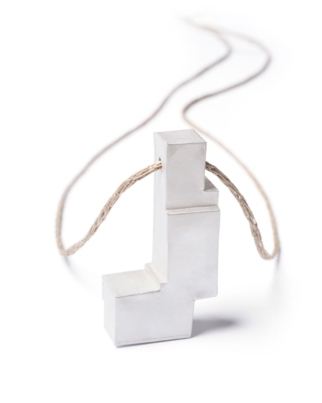 Carla Nuis, Unfurl 14, 2018, pendant; fine silver, linen, 58 x 30 x 14 mm, €600