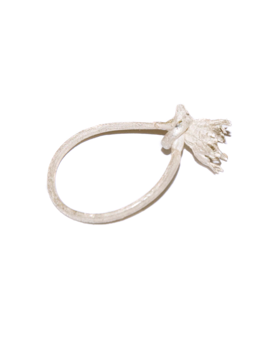 Carla Nuis, Madeliefje, 2005, ring; silver, 33 x 19 x 8 mm, €100