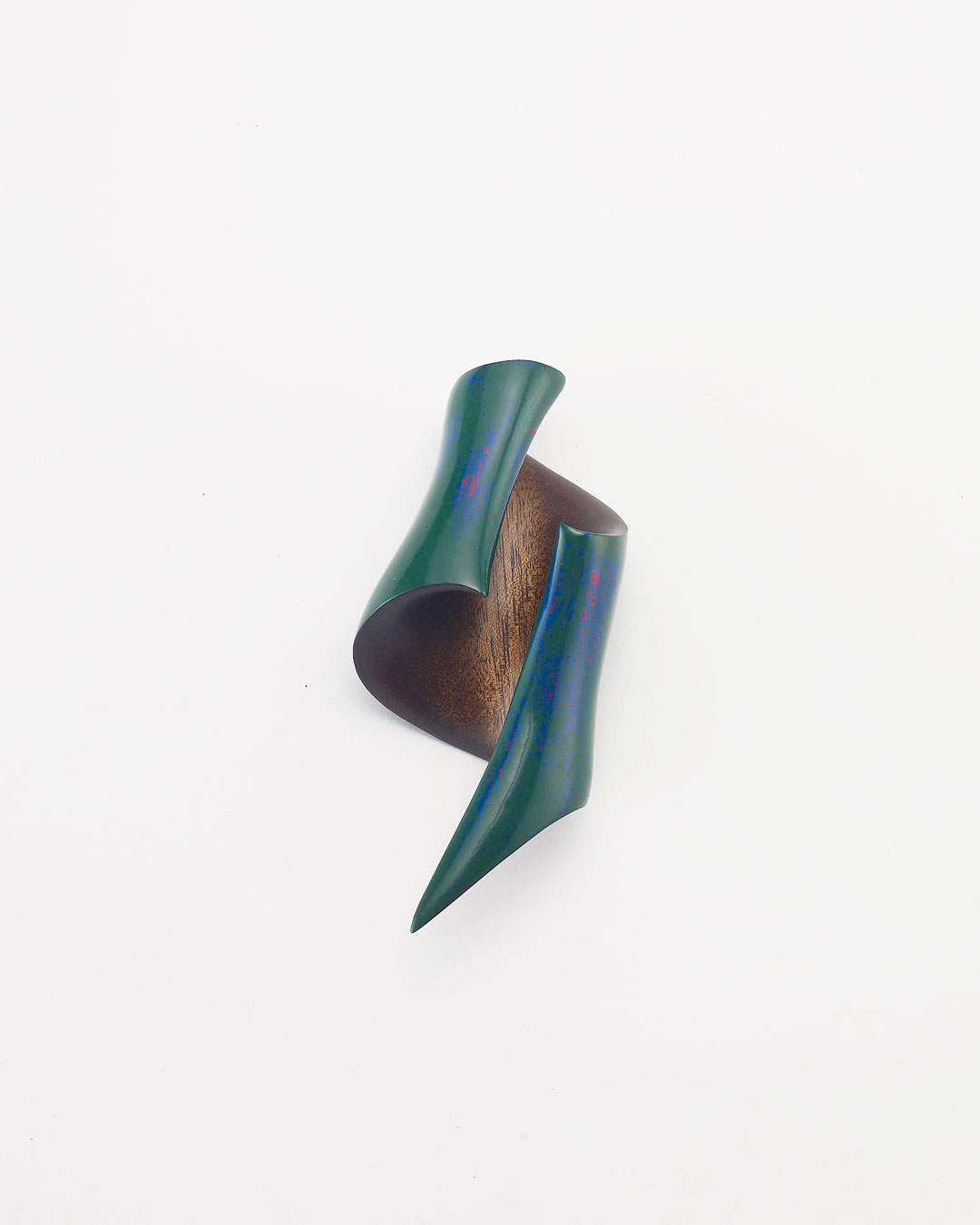 Joo Hyung Park, Confluence 5, 2018, brooch; Chinaberry wood, ottchil (lacquer), silver, 155 x 63 x 40 mm, €975