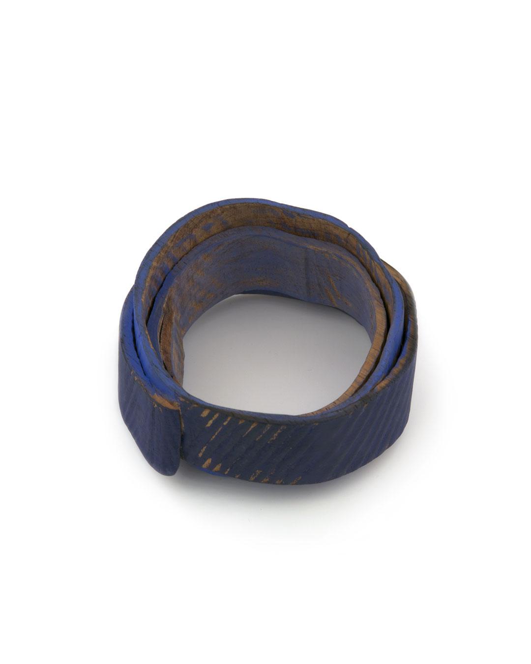 Flóra Vági, Double Blue, 2011, bracelet; padouk, acrylic paint, steel, 95 x 50 mm, €920