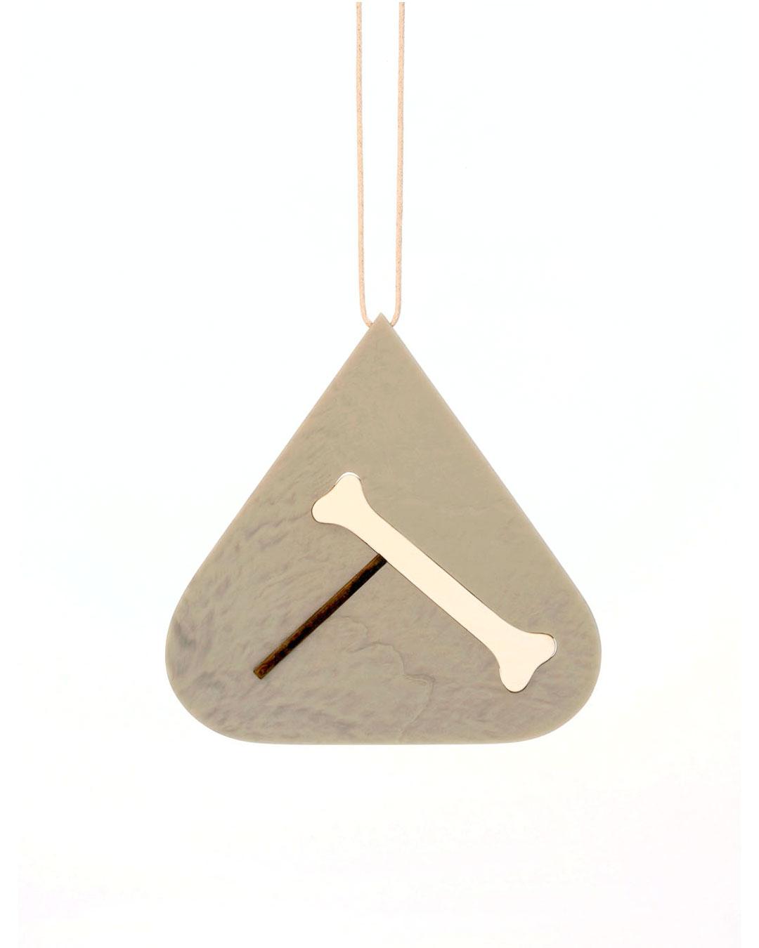 Julia Walter, Balance, 2014, necklace; Galalith, oak, cotton string, 130 x 130 x 5 mm, €1980