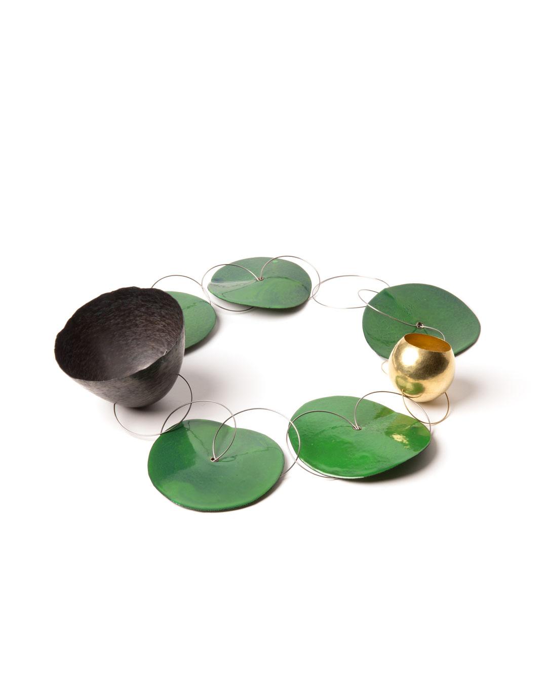 Andrea Wippermann, Garten - Die Nacht (Garden – The Night), 2015, necklace; gold, titanium, enamelled steel, stainless steel, silver, D 90 mm, H 60 mm, €9500