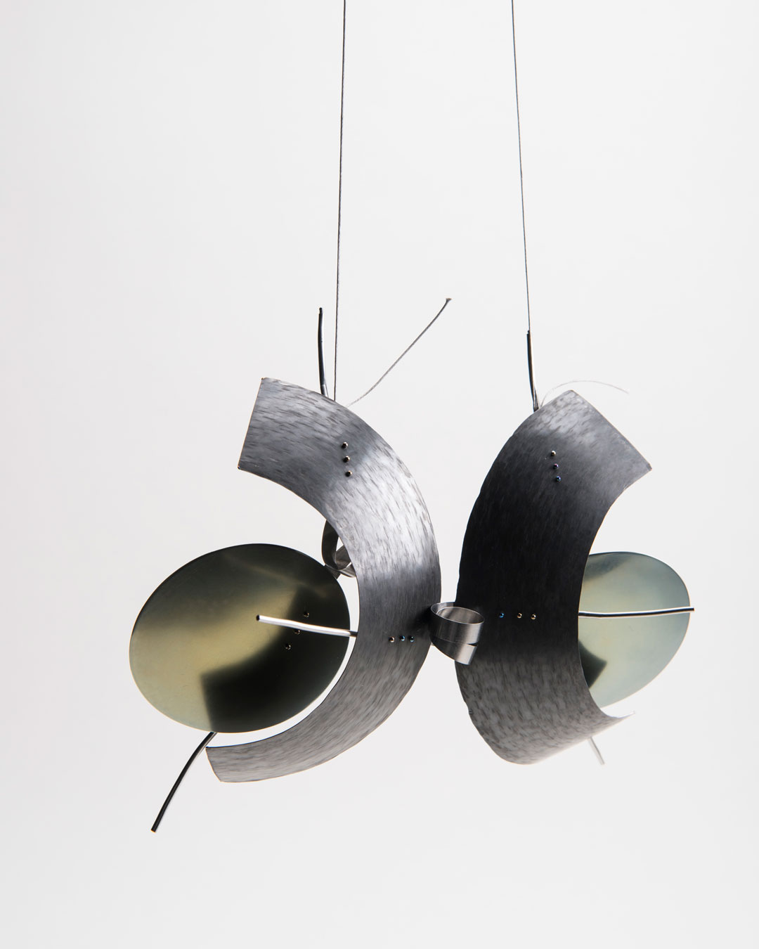 Andrea Wippermann, Ursus Giganteus, 2018, pendant; stainless steel, titanium, nylon, blackened silver, 150 x 180 x 40 mm, €2450