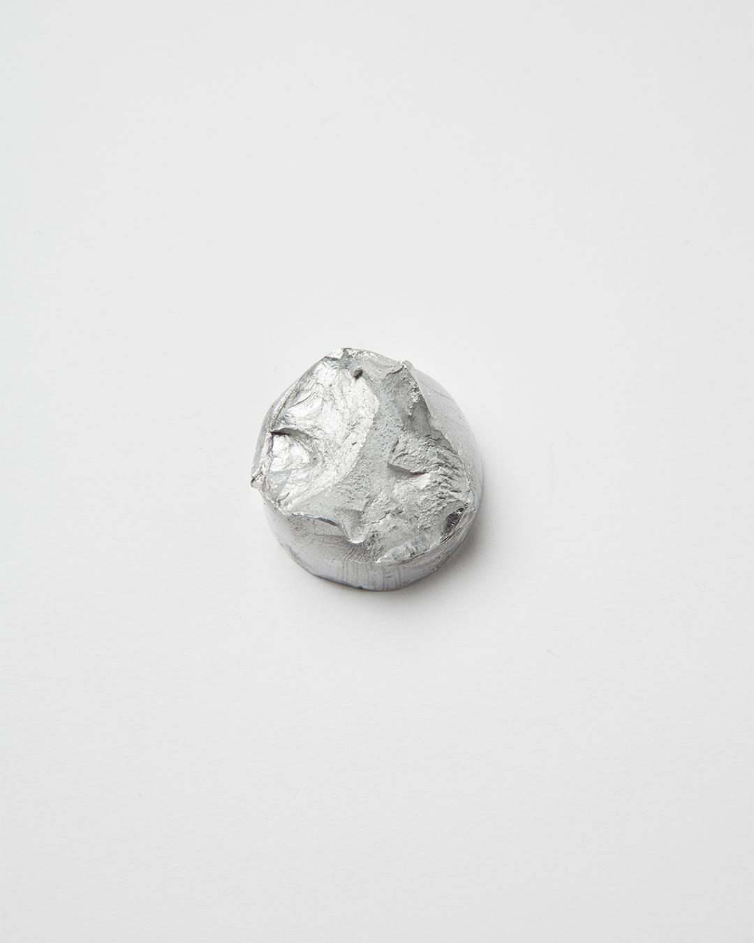 Barbara Schrobenhauser, Ember, 2014, brooch; aluminium, stainless steel ø 35 mm, H 25 mm, €620