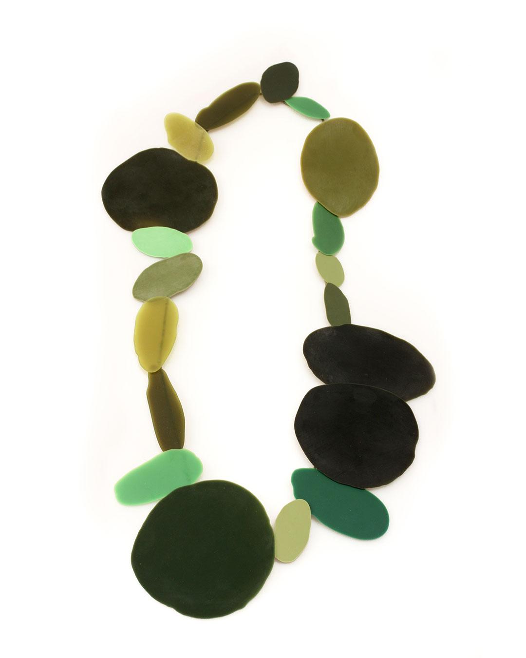 Ela Bauer, necklace, 2020, resin, pigment, jade, 700 x 400 x 15 mm, €1250