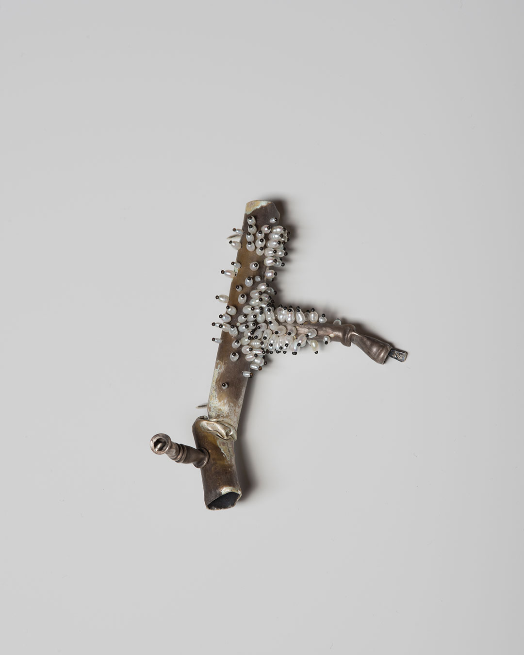 Sam Tho Duong, A&T, 2019, brooch; silver, freshwater pearls, nylon, €1260