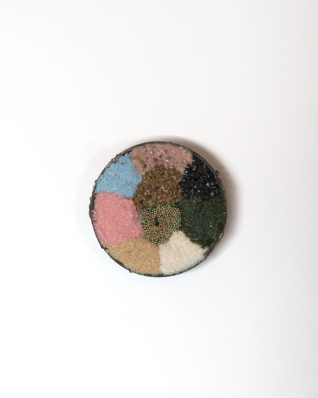 Lisa Walker, untitled, 1998, brooch; silver, sand, stones, fake grass, plastic, €3650