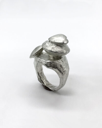 Carmen Vollebergh, untitled, 2020, ring; pewter, bismuth 39 x 28 x 18 mm