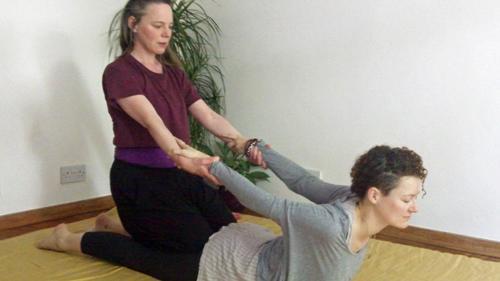Thai-massage-Hastings-&-St-Leonards-East-Sussex-back-stretch-illustrated