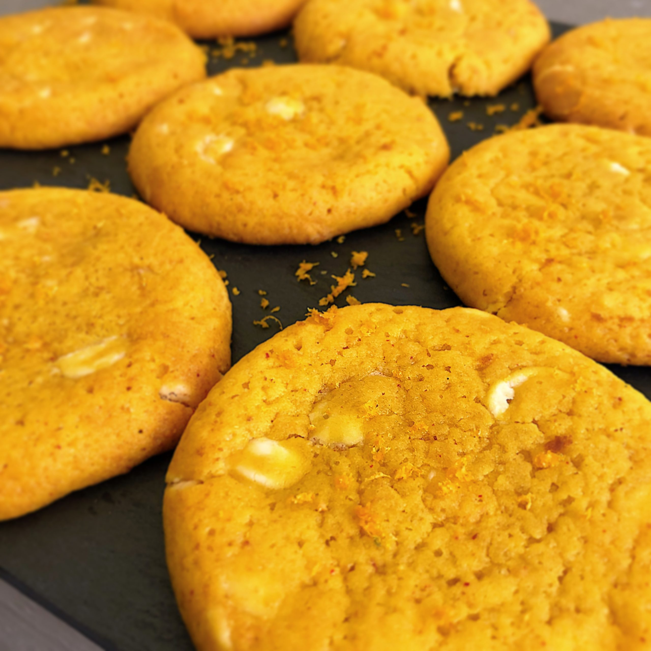 Saffrans chocolate chip cookies med apelsin och vit choklad