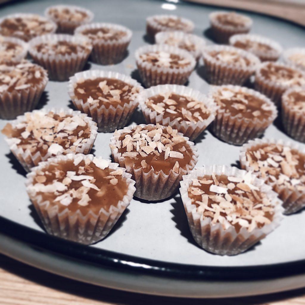 Knäck med brynt smör och rostad kokos