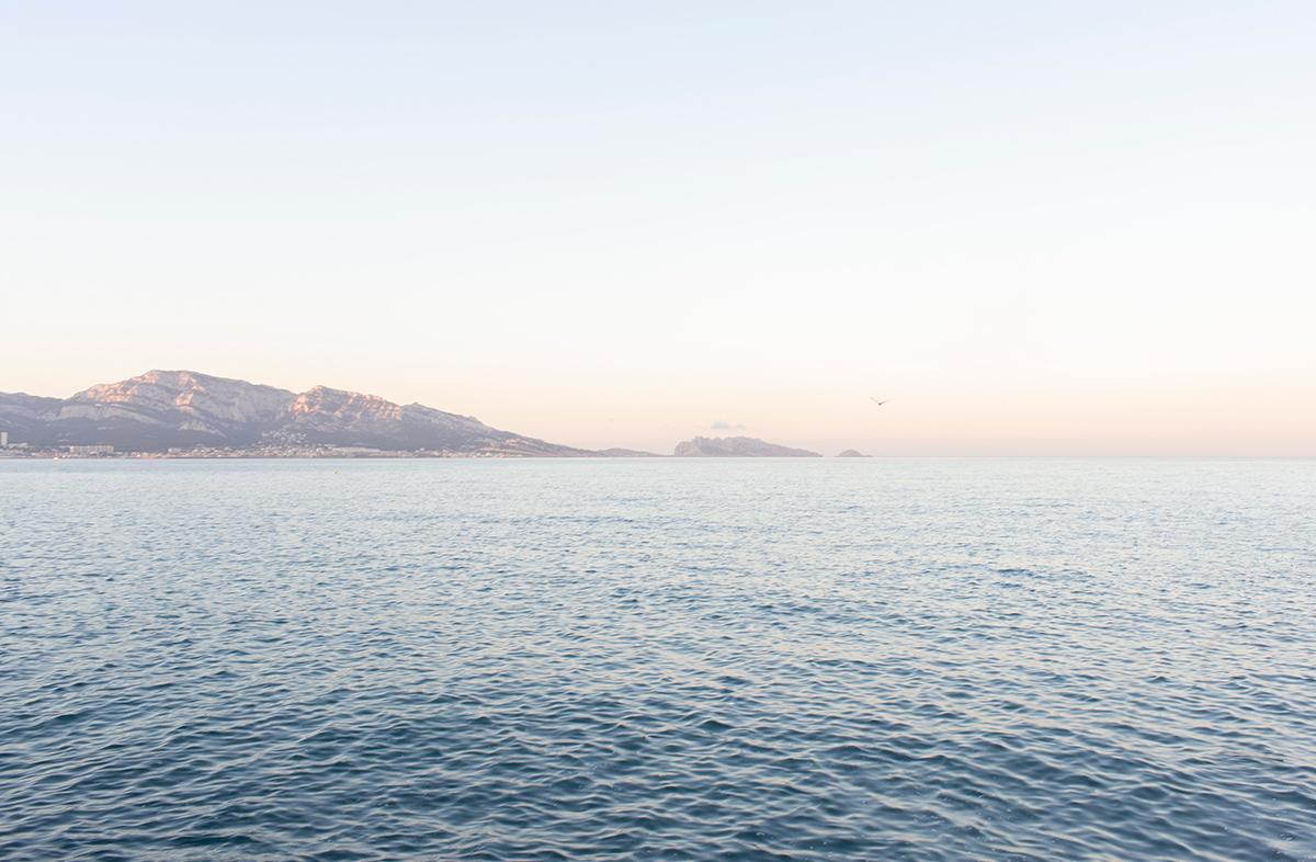 Photographie de la mer vue de la Corniche Kennedy à Marseille réalisée par la photographe Mathilde Troussard