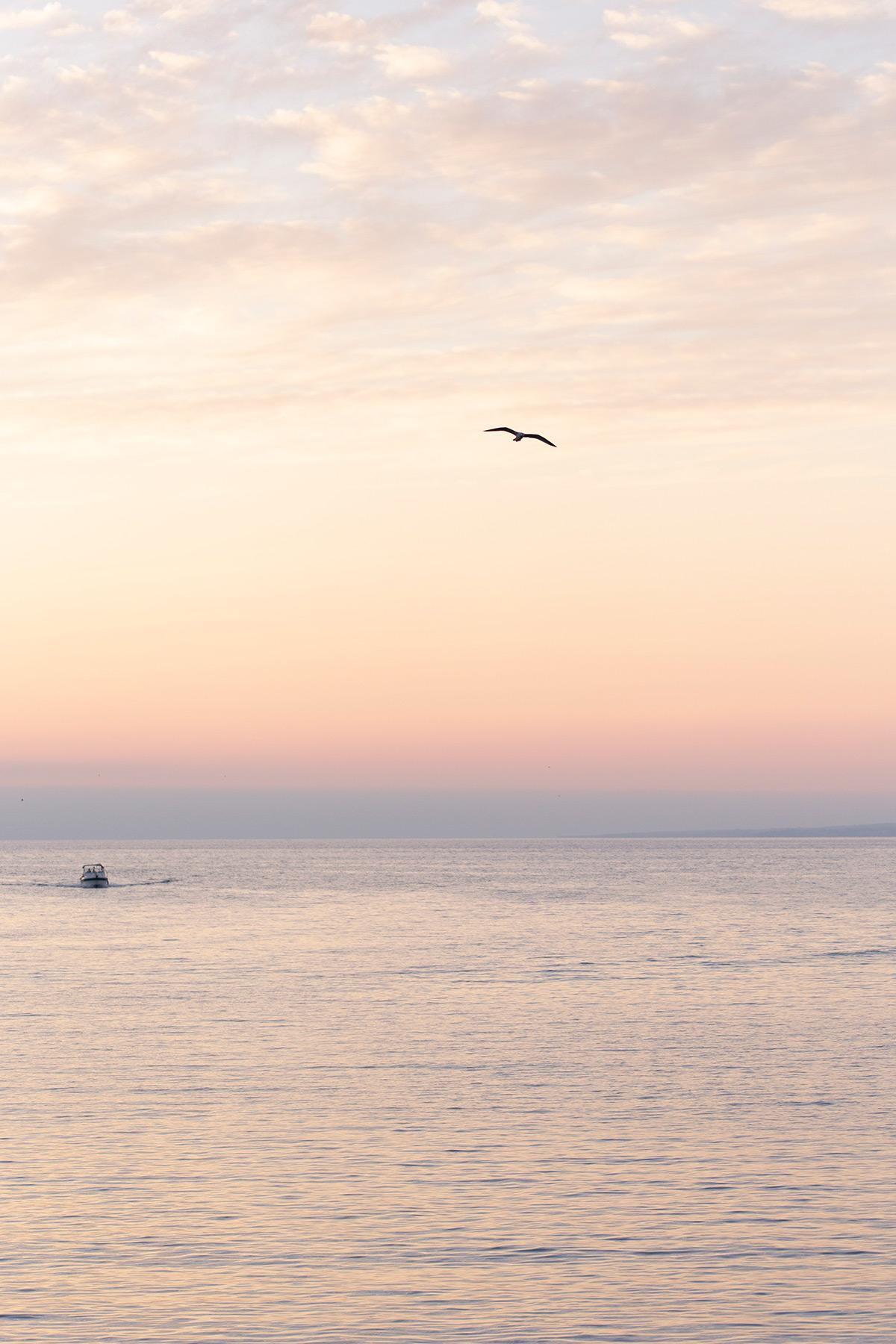 Photographie d'un coucher de soleil depuis le Mucem à Marseille réalisée par la photographe Mathilde Troussard