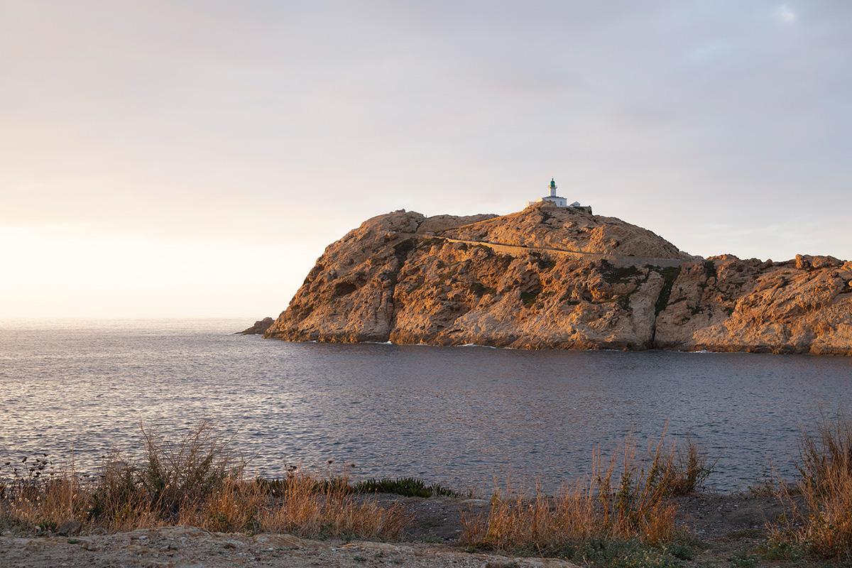 Photographie de bord de mer réalisée en Corse par la photographe Mathilde Troussard