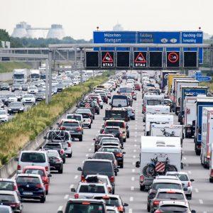 MC TRANSPORT kø i på Autobahn