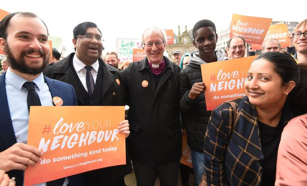 Foto: https://birmingham.cityofsanctuary.org/2016/07/14/do-something-kind-love-your-neighbour