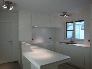 witte moderne keuken op maat