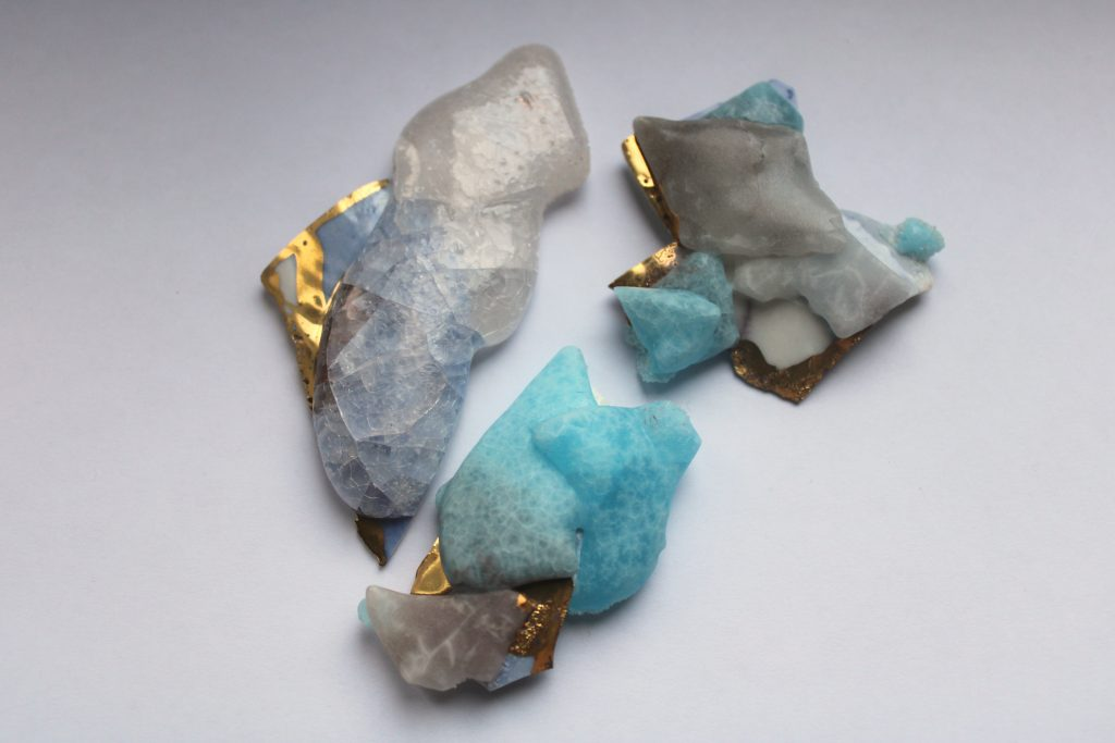 Meike Janssens: draagbare sculptueren en juwelen in keramiek