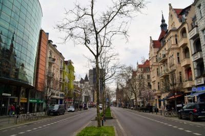 Auf der Schloßstraße mit Blick in Richtung Rathaus Steglitz