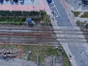 Spoorweg met oversteek