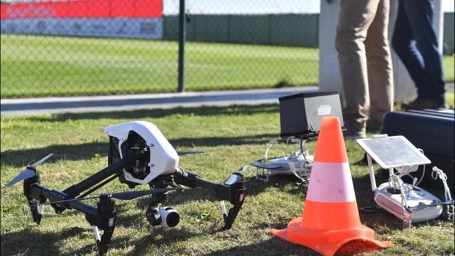 Drone op een voetbalveld