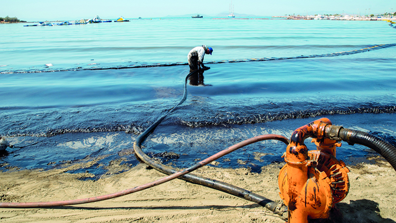 High incidents of the oil spill in the coasts of the United Arab Emirates