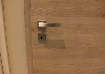 Bloc-porte CPL finition Pinea Silver avec fil horizontal et poignée en inox