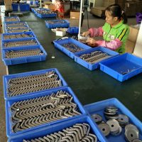 Assemblage van inox montagebeugels in China