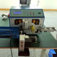machine om elektrische kabels op lengte te snijden en strippen
