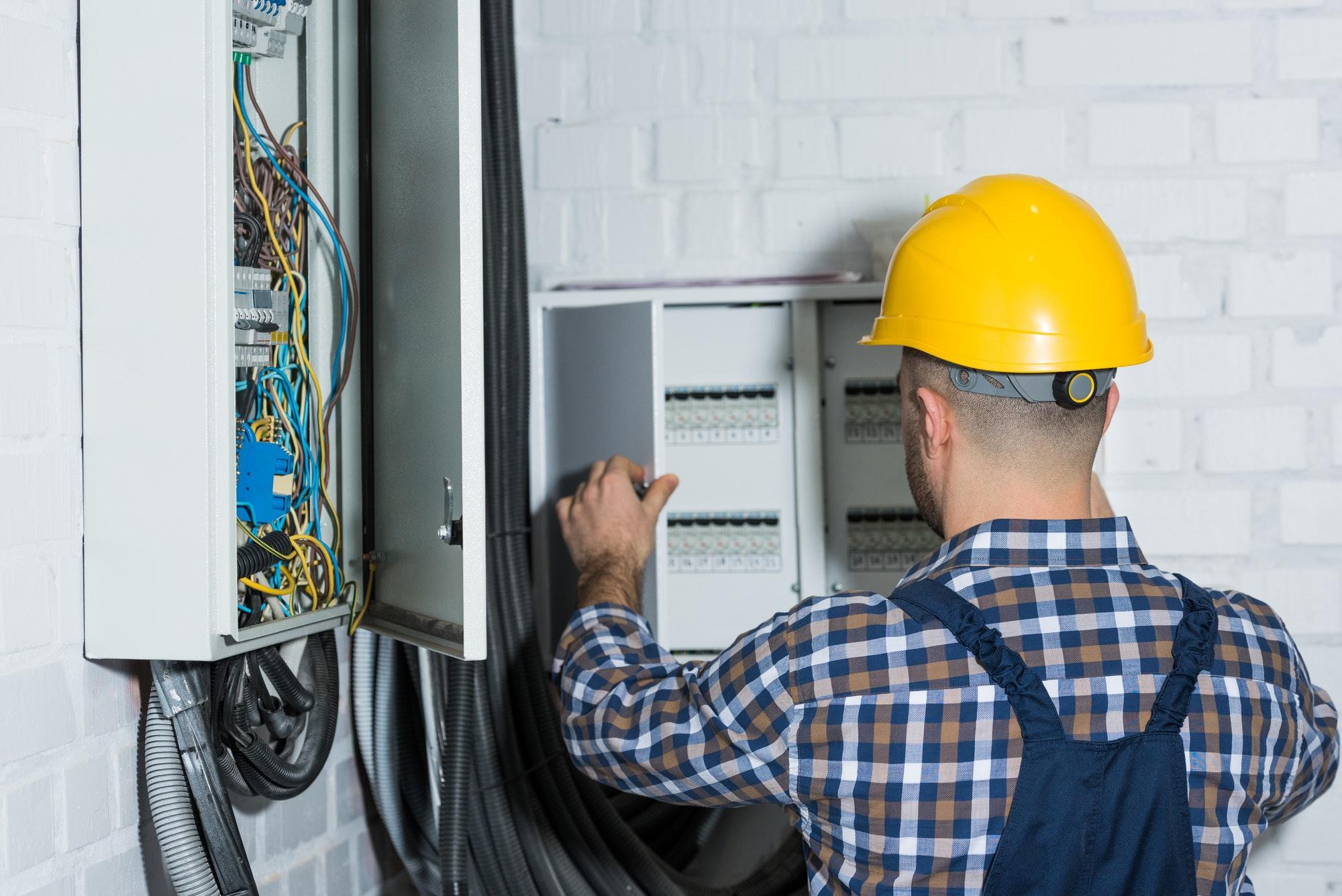 Elektriker Lørdag - Er er nogle akut elektrikere med døgnvagt el lørdag