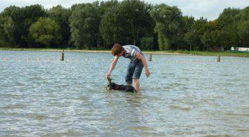 ga-mee-het-water-in-met-je-puppy