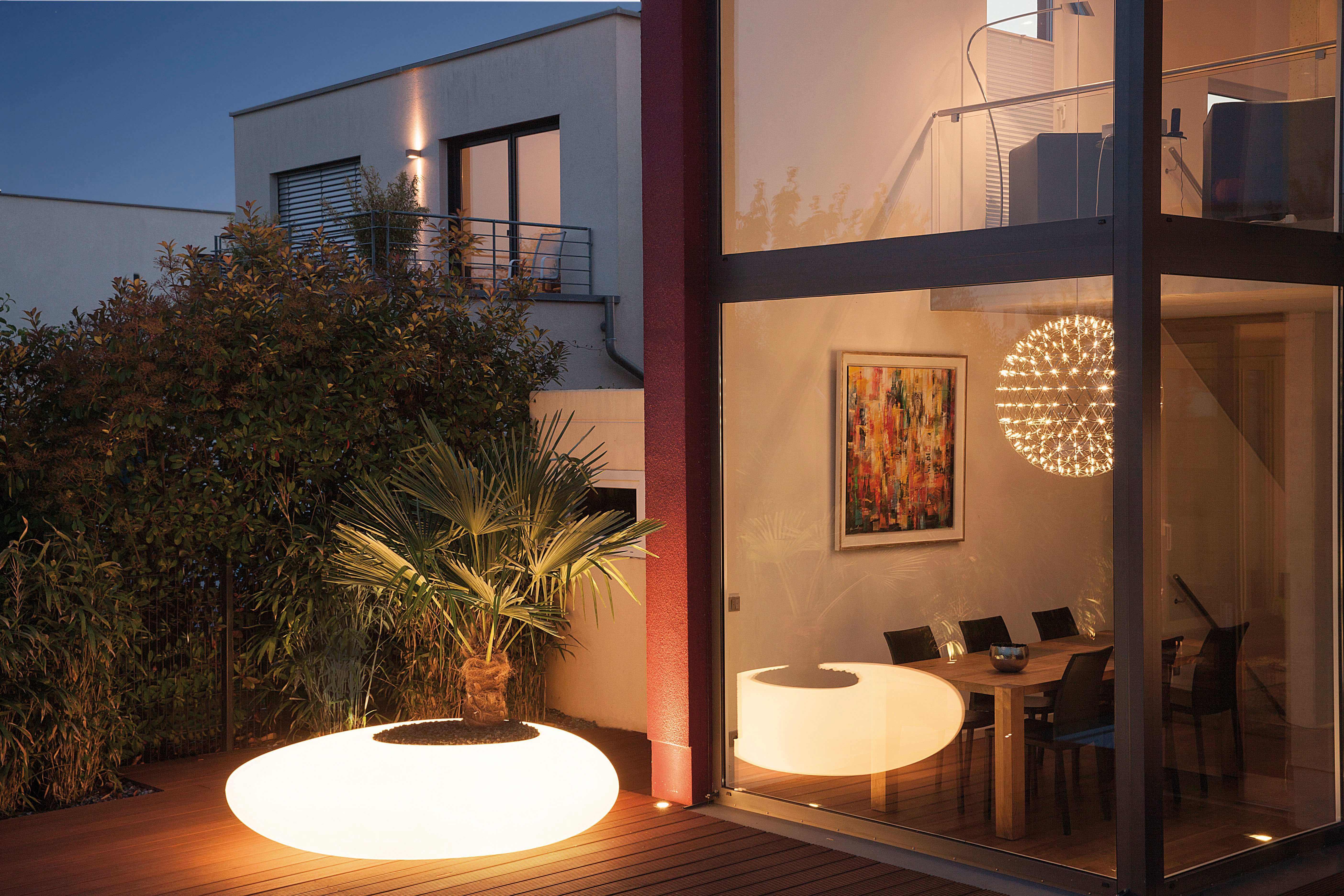 Diffuus licht accentueert de stijl van de woning en zorgt voor sfeer, gezelligheid en steevast een veilig gevoel