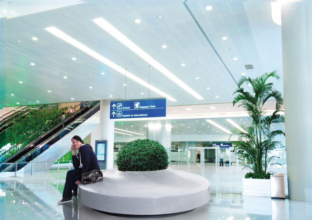 Piazza ziteiland, graniet licht, in een luchthavengebouw