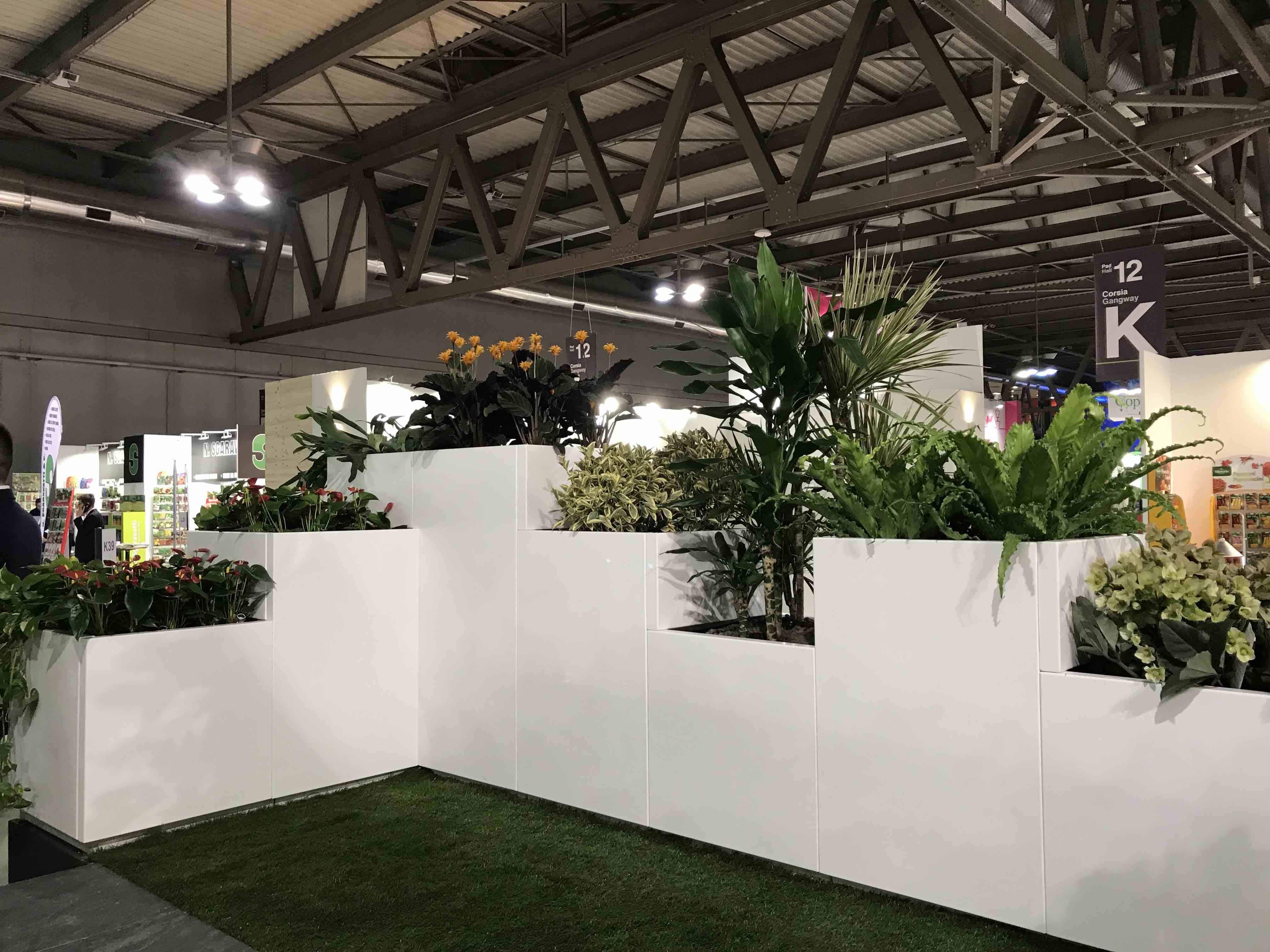 Modulaire bloembakken als afboording terras of dakterras in functie van privacy, sfeer en gezelligheid