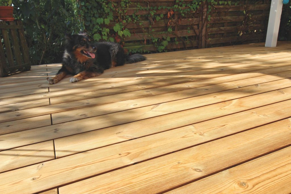 Thermowood op terrasopbouw.