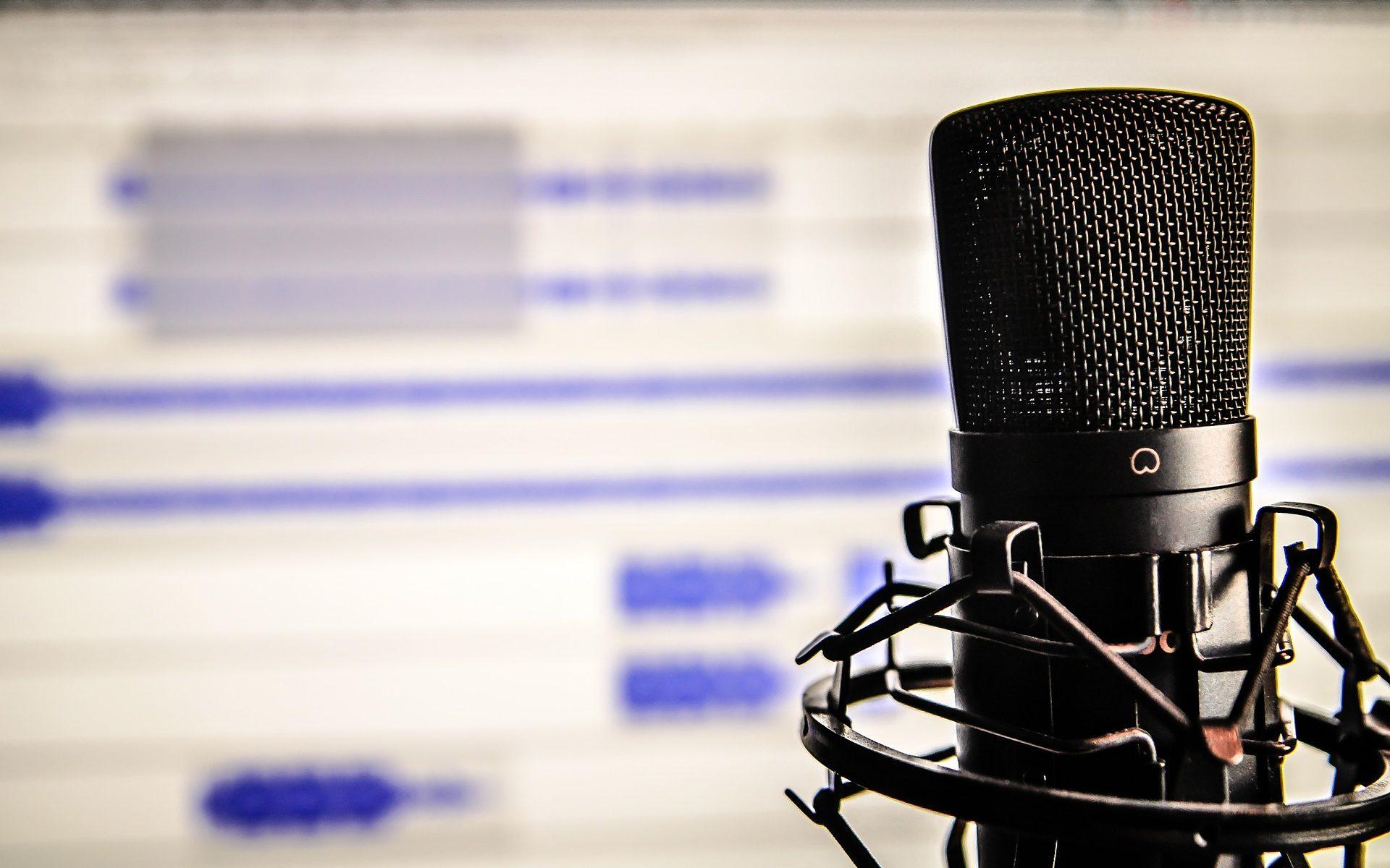 https://pixabay.com/de/photos/mikrophon-audio-computer-338481/