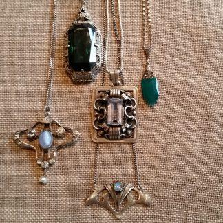 oude en antieke zilveren kettingen en hangers
