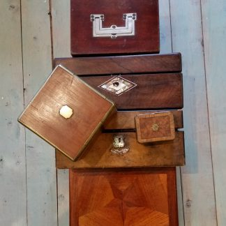 oude en antieke kistjes, doosjes, potjes, koffertjes en tasjes
