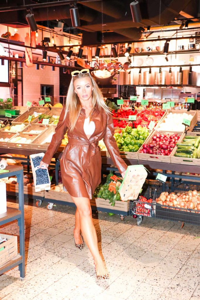 DJ SONYA catwalking in leather dress for MOLTO BLOG