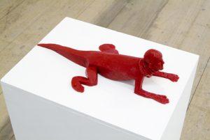 skulptur på sockel i silikon