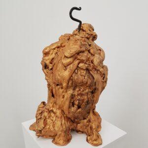 To show a sculpture during an exhibition at a galleryspace. Att visa en skulptur under en utställning i ett galleri.