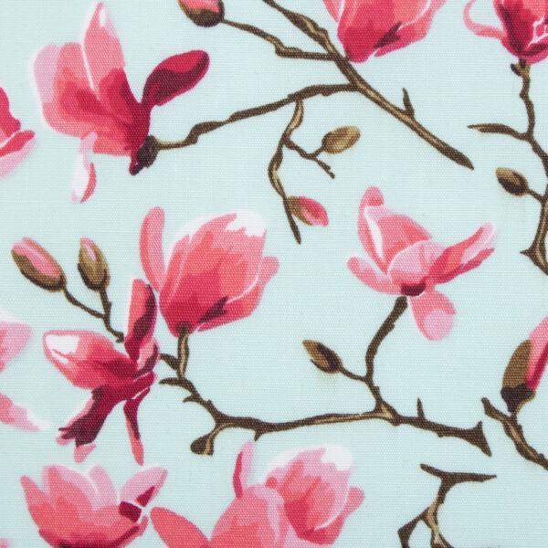 Muntgroene hondenstrik met magnolia print. Verkrijgbaar in small, medium of large. Gemakkelijk te bevestigen aan de halsband van uw huisdier met twee velcrobandjes aan de achterkant van de strik.
