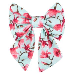 Muntgroen strikje met roze magnolia print. Deze versie is ideaal voor de meisjes.