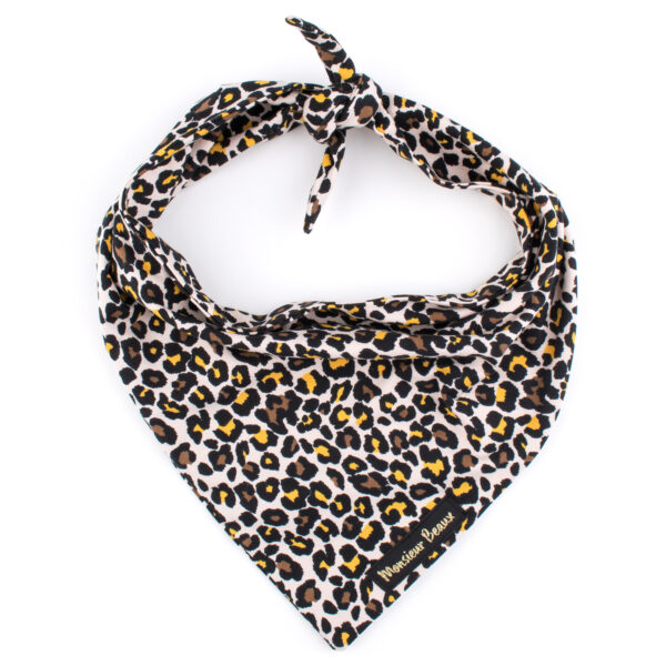 Hondenbandana met luipaard print.