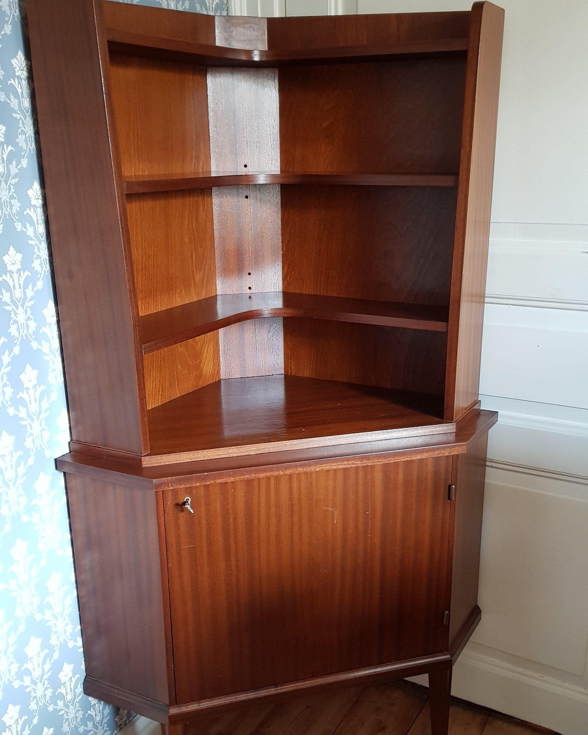 Retro bokhylla för litet hörn.