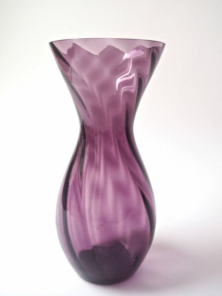 Lilla swirl vase