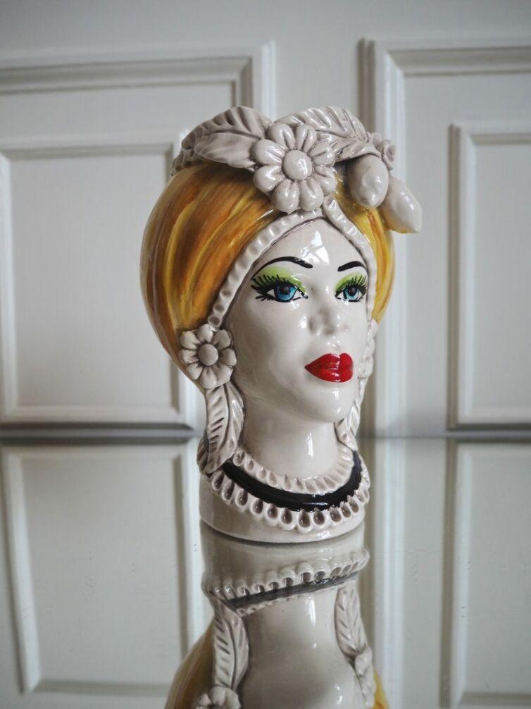 Donna Giallo medium