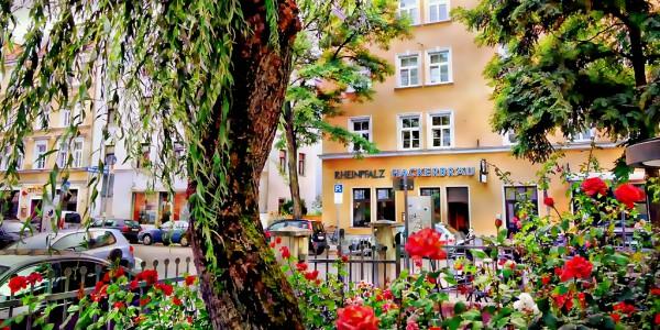 Altbaucharme in Alt-Schwabing nahe Elisabethmarkt: Zauberhaftes 3-Zi-Wohnjuwel mit Parkett & Balkon